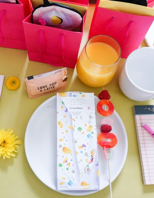 The PERFECT table setting for a bright and cheery brunch!