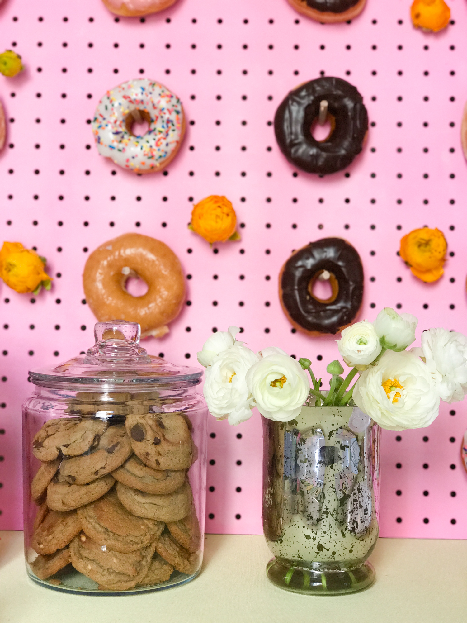 Okay yeah I need to make this donut wall ASAP! Instructions saved in the link.