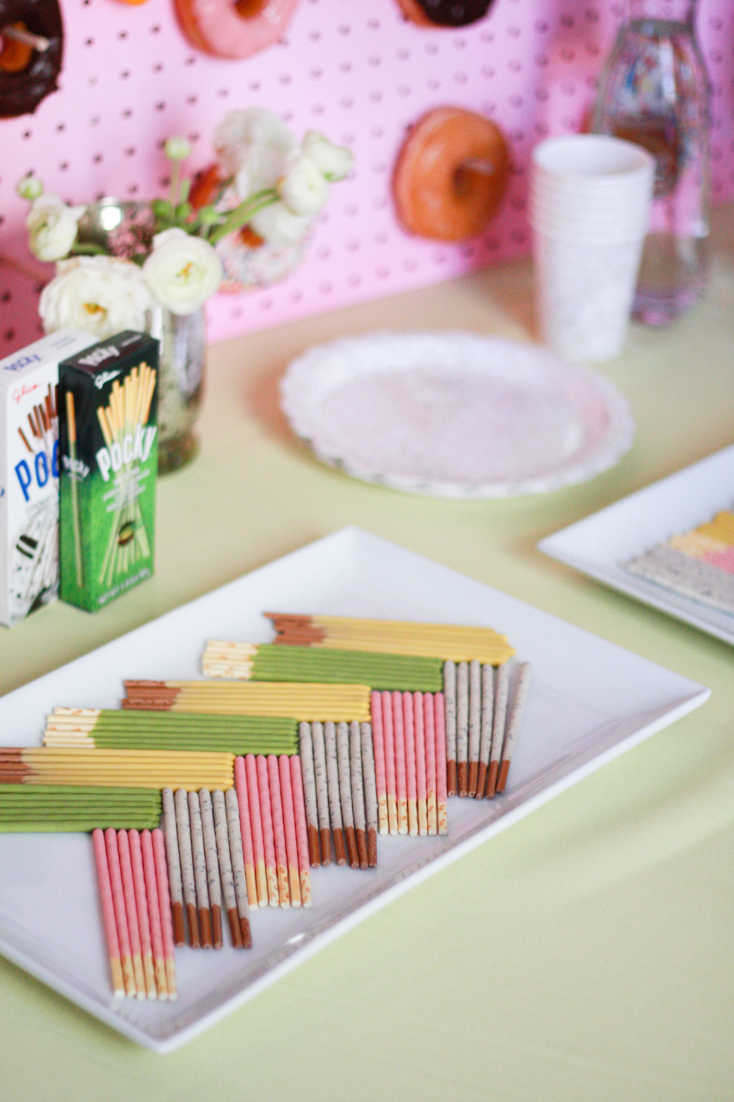 Every dessert bar needs some Pocky. ;)