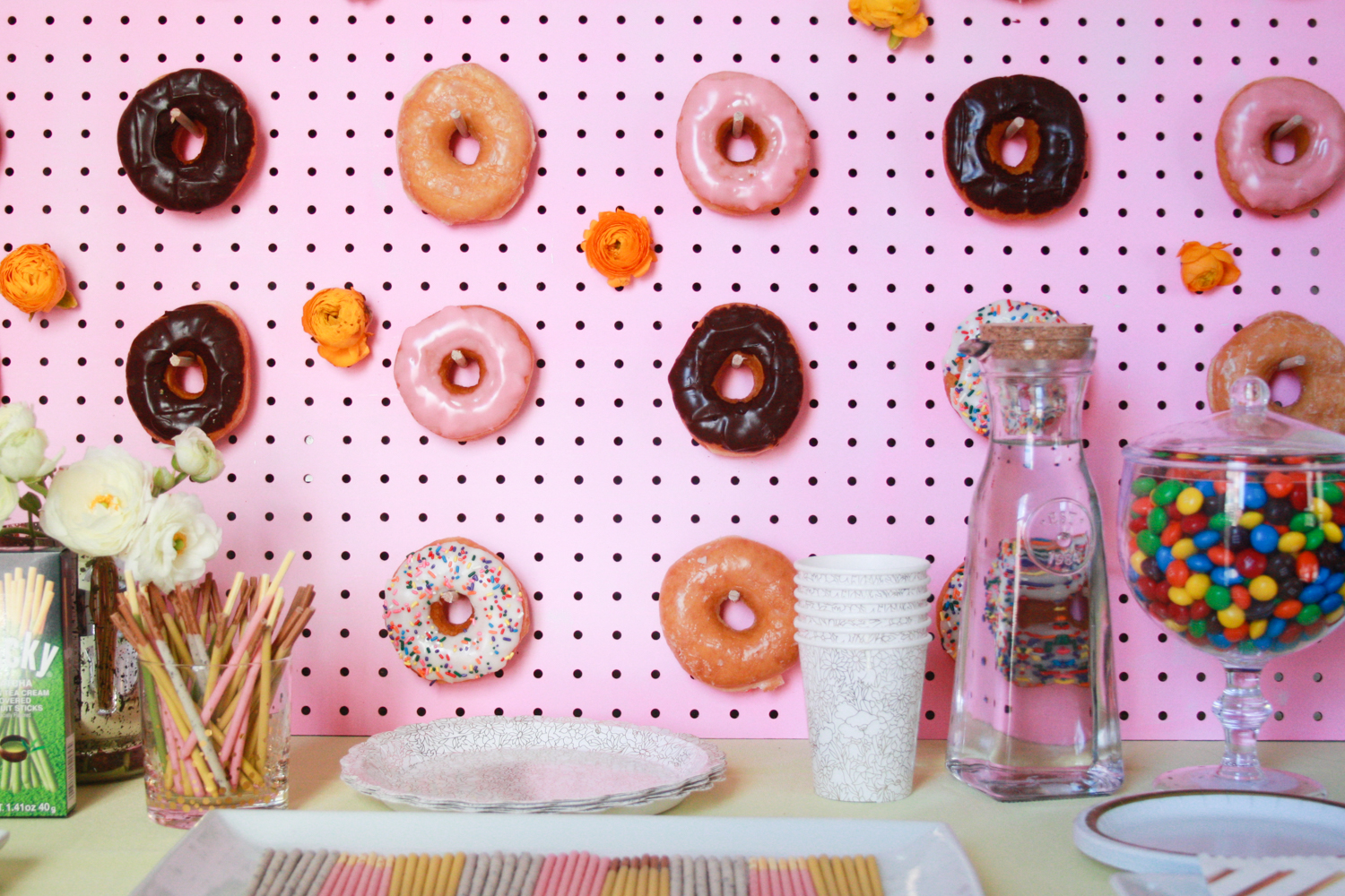 Making this DIY Donut Wall ASAP! So easy!