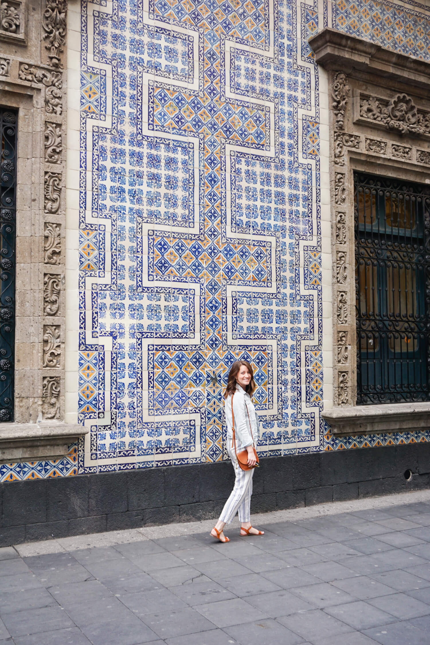 Visiting mexico city what to see eat and do and for Casa de los azulejos en mexico