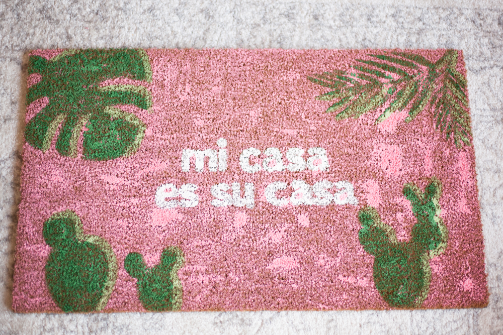 DIY Mi Casa Es Su Casa Doormats -- make with your Cricut or Silhouette, or cut out yoruself with an X-Acto Knife! Free SVG files included.