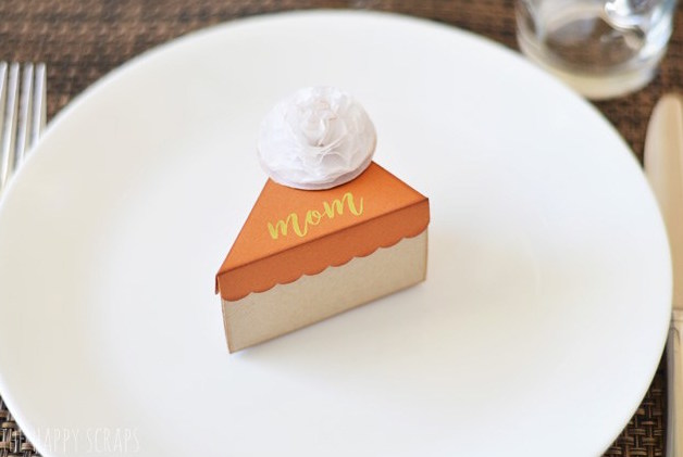 Pumpkin Pie Thanksgiving pie box place card – DIY and fill with treats!